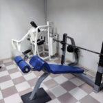 Жим с отрицательными углом, тренажерный зал ENERGYM